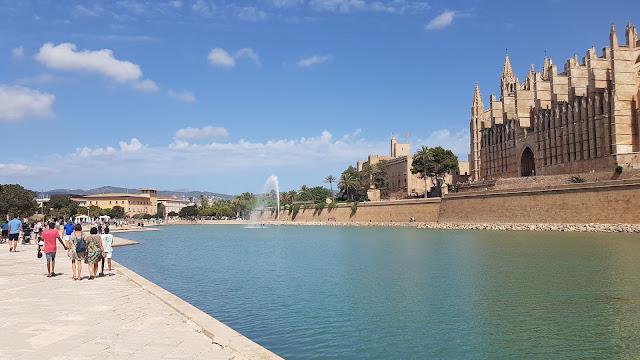Vista lateral de la Catedral del Palma de Mallorca