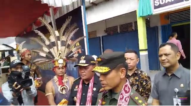 Peresmian Radio Suara Tanjungpura Desa Pusat Damai Parindu. Ini amanat Panglima Kodam XII Tanjungpura Nur Rahmad dan Bupati Paolus Hadi