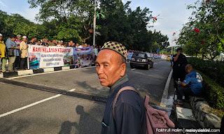 Lebih 300 nelayan Pantai Timur demo depan parlimen