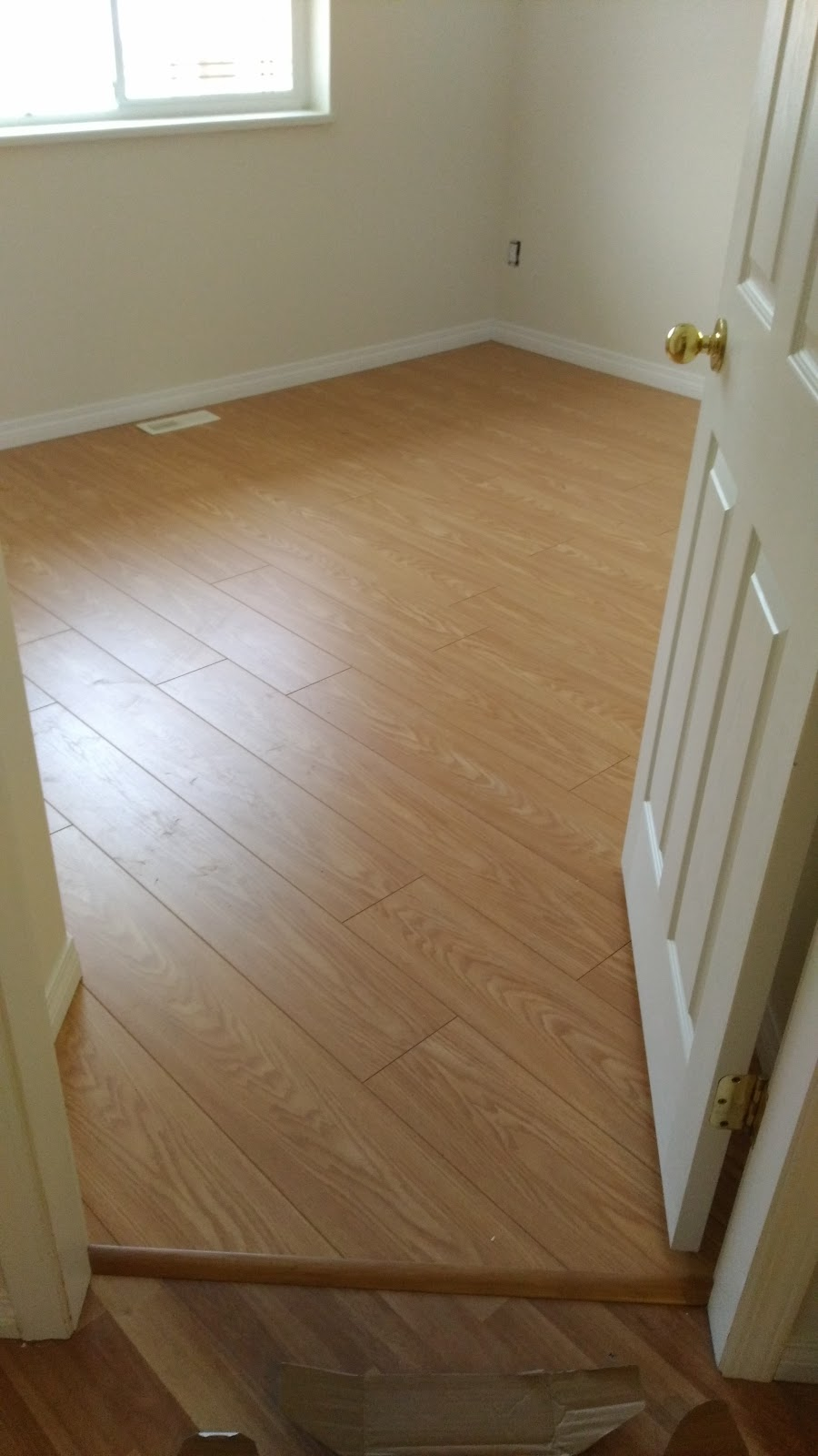 Laminate floor 238a st maple ridge for Flooring maple ridge