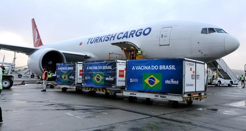Voo com insumos para 5 milhões de doses da CoronaVac chega a São Paulo - Portal Spy Notícias