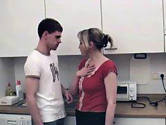 bokep Perkosaan Mama Tiri yang galak Di Dapur