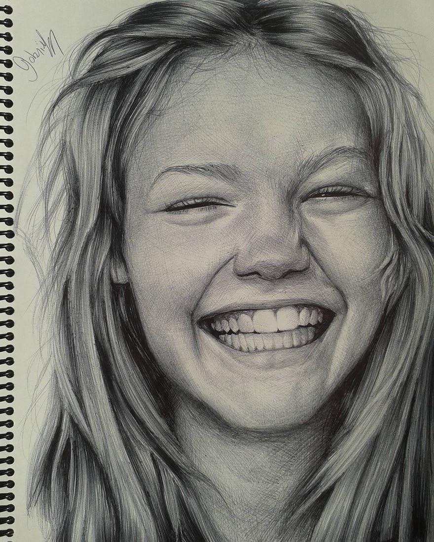 01-Gabriel-Vinícius-Black-and-White-Realistic-Ballpoint-Pen-Drawings-www-designstack-co