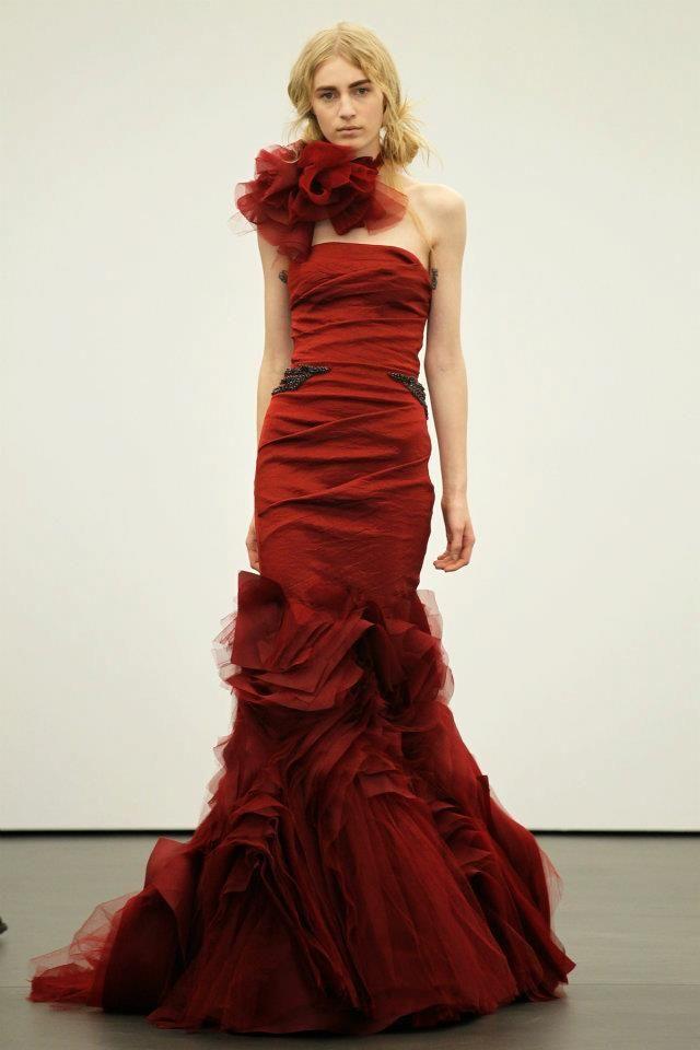 Такі весільні сукні 2013 продемонстрували визнані авторитети - Вера Вонг і  Оскар де ла Рента. Вера Вонг продемонструвала дуже сміливі весільні сукні  ... eea18a0e07faa