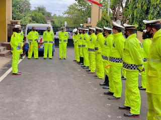 Kasat Lantas Polres Maros Cek Kelengkapan dan Kesiapan Personel Hadapi Musim Hujan