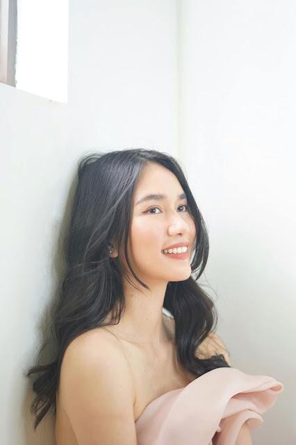 Ở nhà thực hiện giãn cách xã hội nhưng Á hậu Việt Nam 2020 vẫn giữ được nhan sắc xinh đẹp đáng ngưỡng mộ.