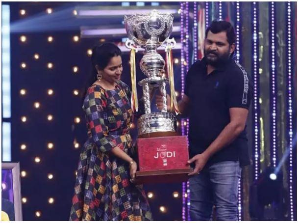 Prabhakar and his wife Malayaja are the Winners of Ishmart Jodi debut season