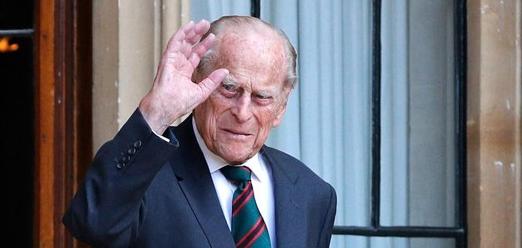 El Príncipe Felipe, marido de la Reina Isabell II, fue ingresado en el hospital ayer por la noche después de encontrarse indispuesto
