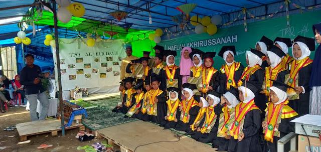 Di Bawah Tenda Perjuangan, Anak-anak Tambakrejo Laksanakan Haflah Akhirussanah