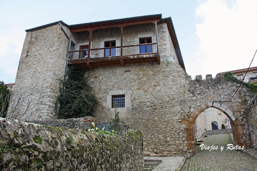 Torre del Preboste y Puerta de la Barrera