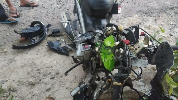 Brakk! Hilang Kendali Lalu Tabrak Ban Belakang Mobil Truk Mitsubishi, Pelajar di Sinjai Tewas