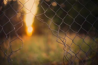 Dio I limiti sono quegli argini entro cui Dio vuole proteggerci e custodirci