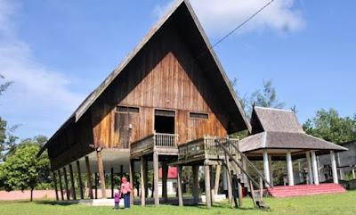 Rumah Adat Kalimantan Tengah (Rumah Betang)