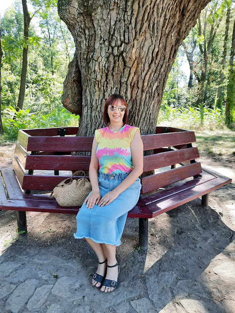 https://femmeluxefinery.co.uk/products/pink-tie-dye-padded-shoulder-sleeveless-t-shirt-seema