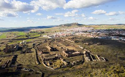 Vista general de Peñarroya y su cerco industrial (Hammer Dron)