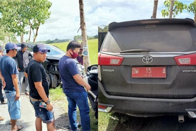 Mobil Plat Merah Kecelakaan di Bone, Ringsek Setelah Tabrak Pohon