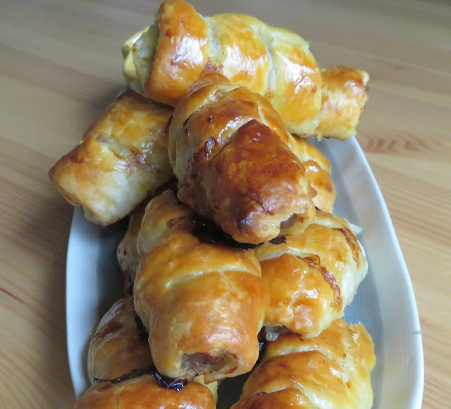 https://www.theenglishkitchen.co/2015/06/sausage-rolls.html