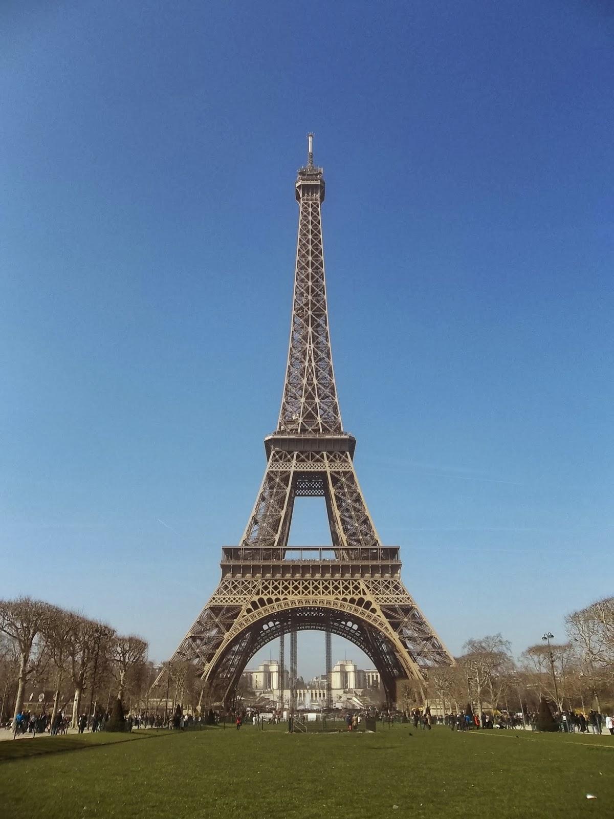 Gambar Menara Eiffel Kartun Lucu
