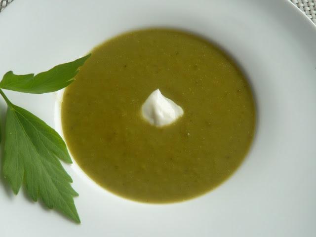 Zupa krem z kalarepy z lubczykiem - wegeteriańska. Wartości odżywcze kalarepy - Czytaj więcej »