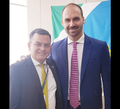 Allan Garcês, diretor de departamento ligado ao Ministério da Saúde, e Eduardo Bolsonaro