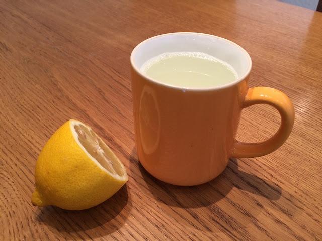 Ilustrasi Obat Tradisional Batuk Pilek Bayi Alami, jeruk nipis dan madu. Foto : Max Pixel. http://maxpixel.freegreatpicture.com/Healthy-Bless-You-Lemon-Tea-Get-Well-Soon-Cold-655914