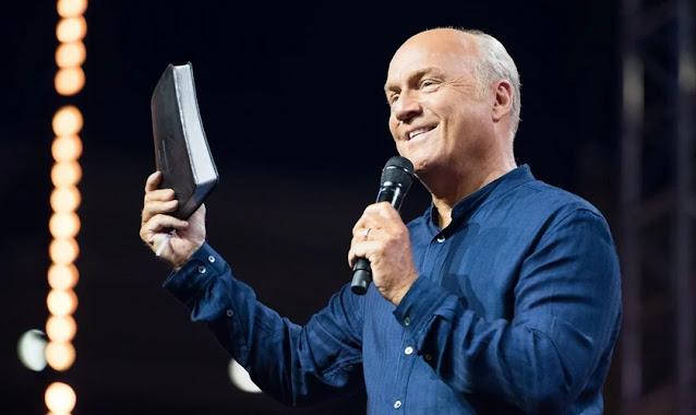 """""""Não é a isca que constitui o pecado, é a mordida"""", diz pastor Greg Laurie sobre tentação"""