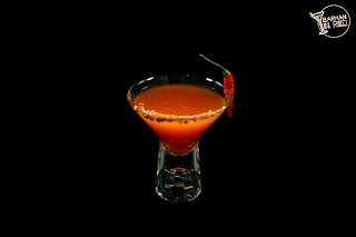 coctel margarita barman in red