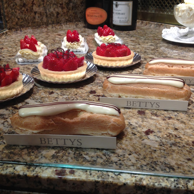 Chocolate eclair and strawberry tarts