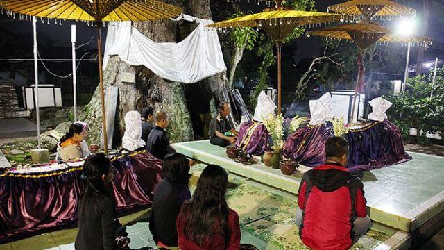Ritual Peziarah Makam Sri Makurung