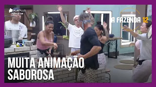 A Fazenda 12 – Peões preparam e assistem galera comer pizza – Juliano e Mirella criticam