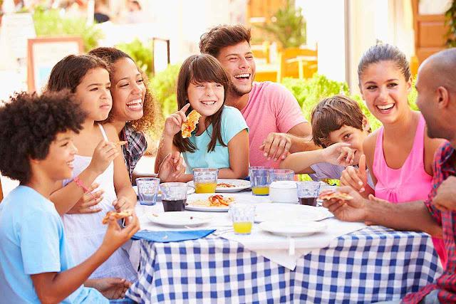 No relacionamento na mesa se decide o futuro da família e do sucesso social.