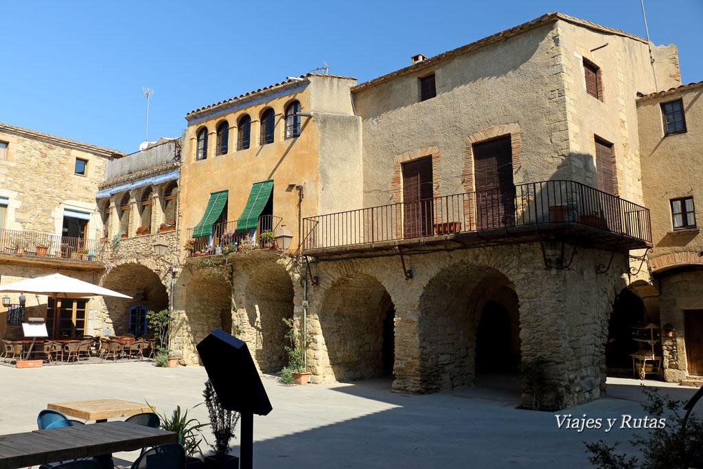 Plaza de les Voltes, Peratallada, Girona