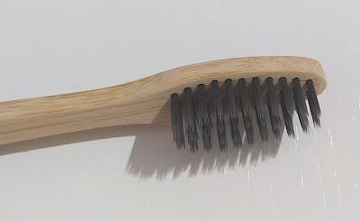 Cepillo dental Colgate Bambú Carbón
