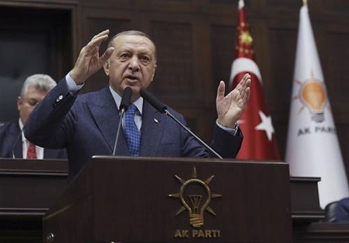 Ο Ερντογάν καλεί τους Τούρκους να μείνουν σπίτι τους
