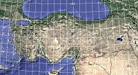 Türkiye fiziki haritası üzerinde dereceleriyle birlikte yazılmış olan enlem ve boylamlar