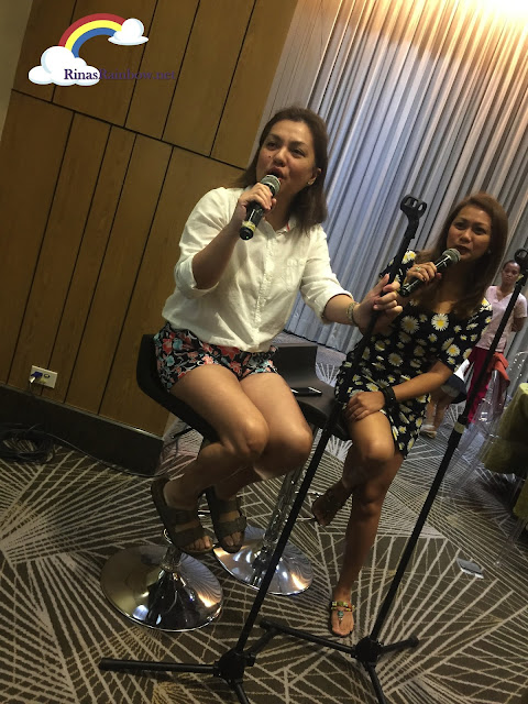 Singing bloggers