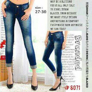 celana jeans pendek, celana jeans pendek wanita, celana jeans premium, celana jeans murah, grosir celana jeans, celana jeans robek, lipat bawah