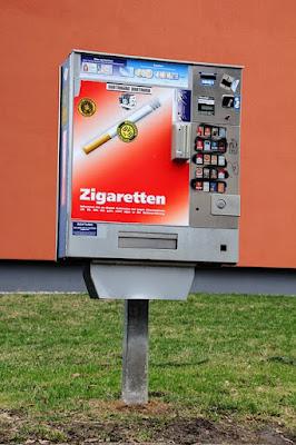 شرطة النمسا تبحث عن هؤلاء الأشخاص المتخصصين في سرقة آلات السجائر