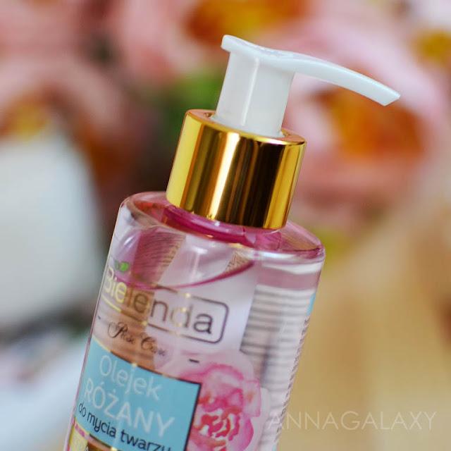 Цвет и консистенция Розовое масло для умывания Bielenda Rose Care Cleansing Face Oil