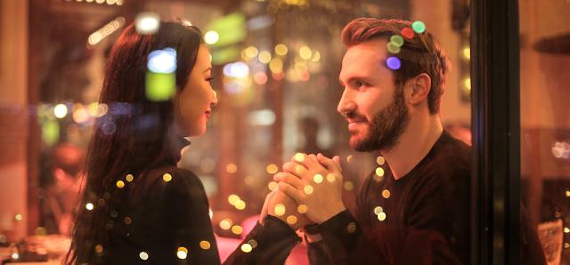 لم تعد هناك حميمية في علاقتكما ؟ , خطوات ستعيد لكما الرومانسية و تحييها من جديد