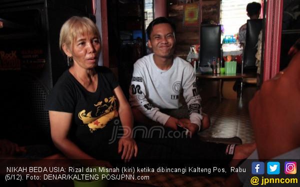 Kangen Terus, Pemuda 24 Tahun Menikahi Nenek 10 Cucu