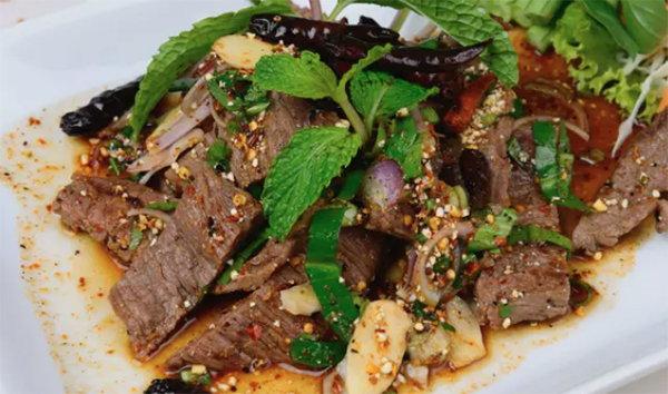 去泰國必吃的十道菜!辣牛肉沙拉