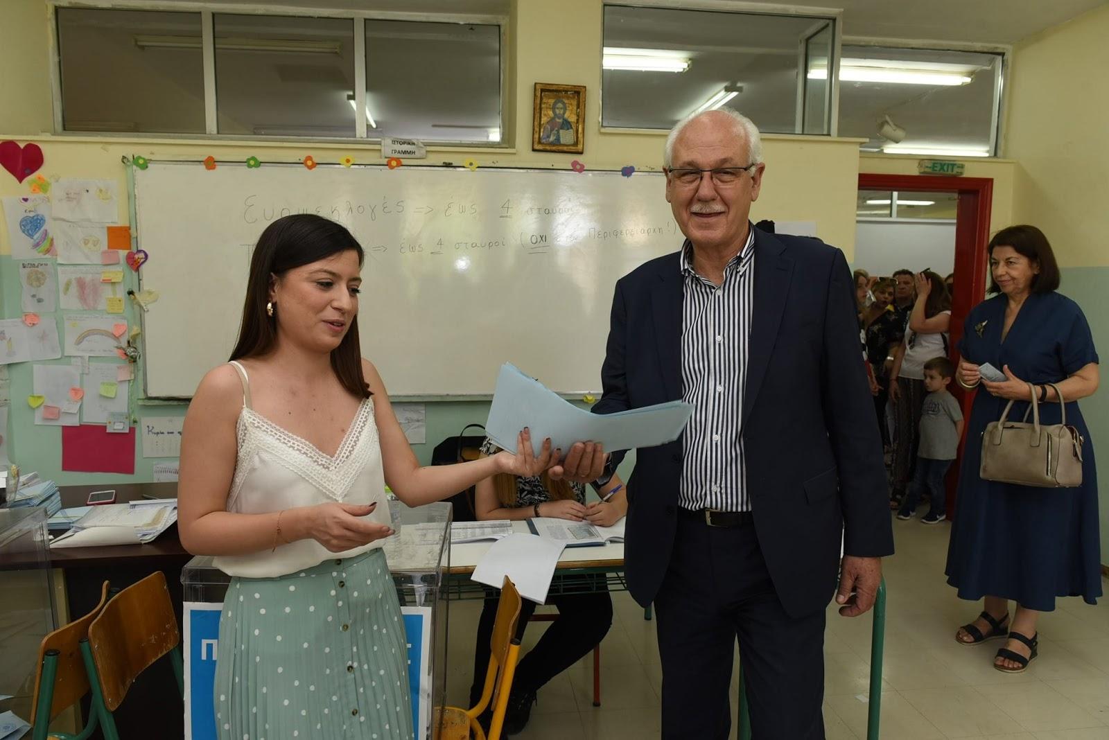 Το εκλογικό του δικαίωμα άσκησε ο Δήμαρχος Λαρισαίων (ΦΩΤΟ)