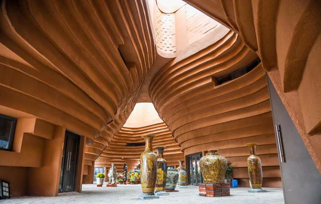 Nội thất của bảo tàng gốm Bát Tràng