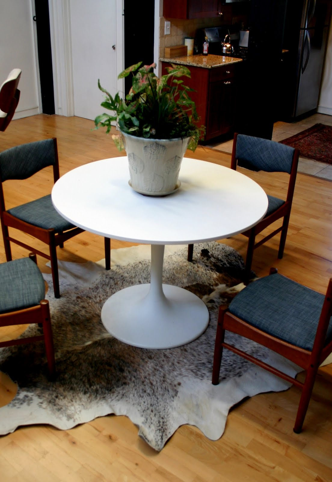 Dining Table: Area Rug For Under Dining Table