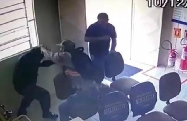 VÍDEO: Vigilante é baleado durante tentativa de assalto aos Correios na PB