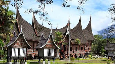 Keindahan Rumah Adat Sumatra Utara