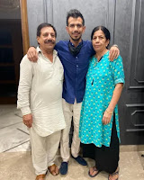 Yuzvendra Chahal with his dad and mom
