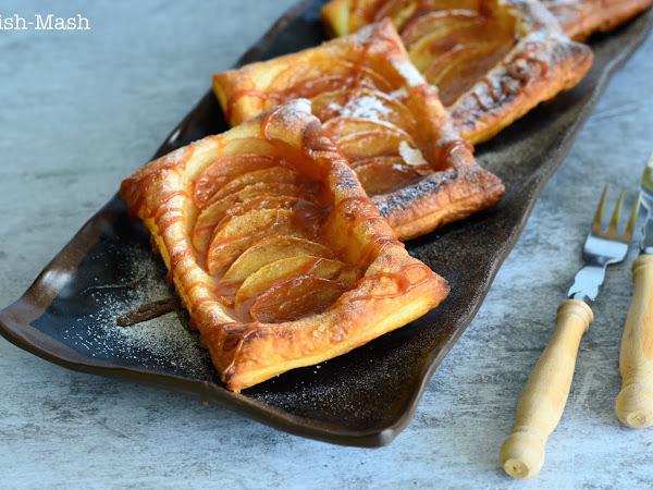 Ябълков десерт с бутер тесто и карамелен сос