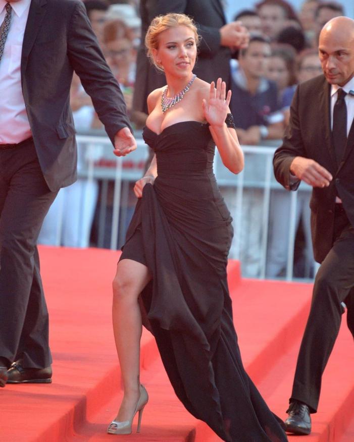 Scarlett Johansson Hot Pics on Internet